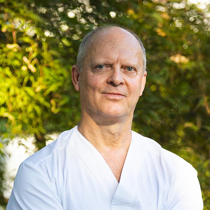 Dott. Alberto Fonzar - Medico Chirurgo, Odontoiatra, Parodontologia, Protesi e Implantologia