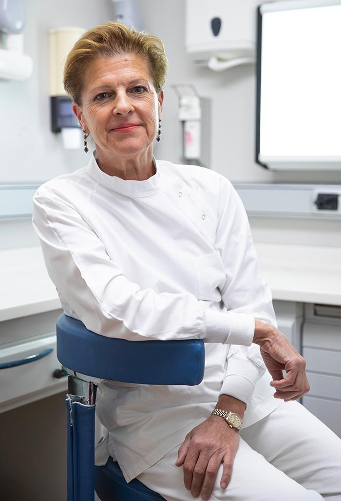 Dott.ssa Federica Fonzar - Medico, Chirurgo Odontoiatra, Endodonzia, Traumatologia e Conservativa