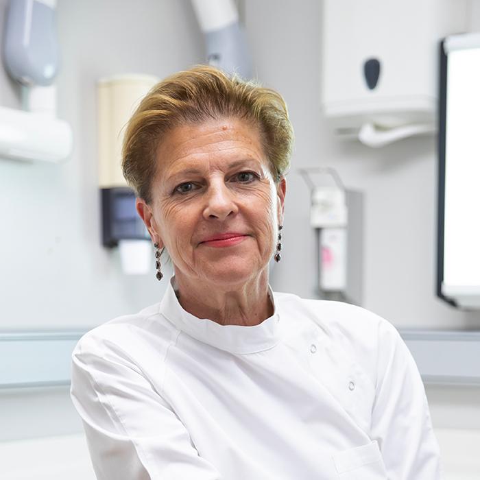 Dott.ssa Federica Fonzar - Medico Chirurgo. Odontoiatra. Endodonzia, Traumatologia e Conservativa