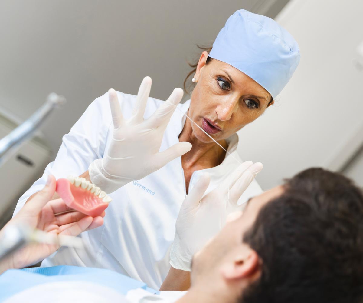L'igienista dentale ti segue nella corretta prassi per una buona igiene orale